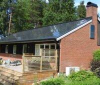 Haus mit Solardach in Schweden