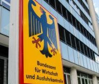 Bundesadler vor dem Gebäude des Bundesamtes für Wirtschaft und Ausfuhrkontrolle