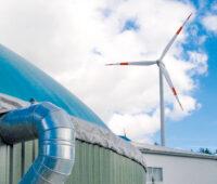 Biomasseanlage und Windenergieanlage