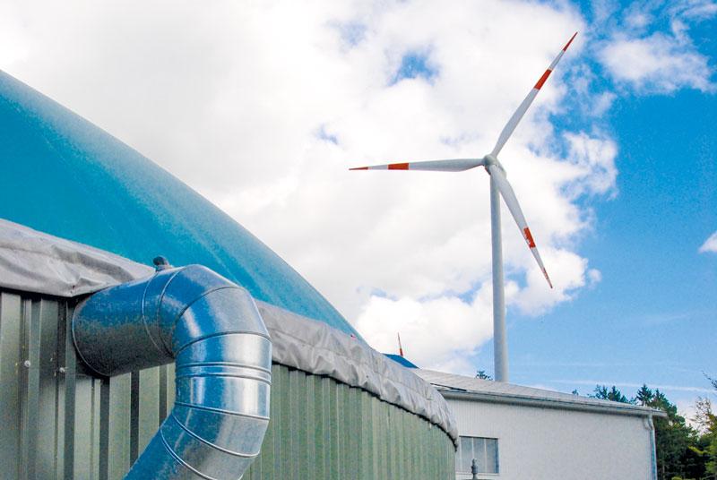 Biogasanlage mit Windkraftwerk