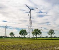 Windkraftanlagen auf Stahl-Gittermasten