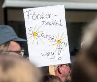 """Plakat bei Demonstration: """"Förderdeckel Solarstrom weg!"""" Gemeint ist der 52-Gigawatt-Deckel"""