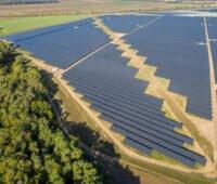 Deutschlands größter Solarpark Luftbild eines Teils der Fläche