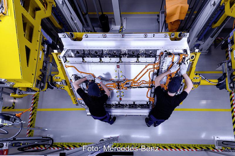 Batterie-Produktion ...</div> <div class='feed-link'><a href='https://www.solarserver.de/2021/08/04/mercedes-benz-und-grob-werke-wollen-produktion-von-batterien-zusammen-ausbauen/' class='blue-link' target='_blank'>Read More</a></div> </div>  <hr /><div class=