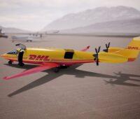 """gelbes E-Flugzeug """"Alice"""" mit Logo von DHL Express steht am Boden."""