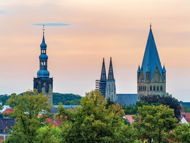 Kirchturmsilhouette über der Stadt Soest