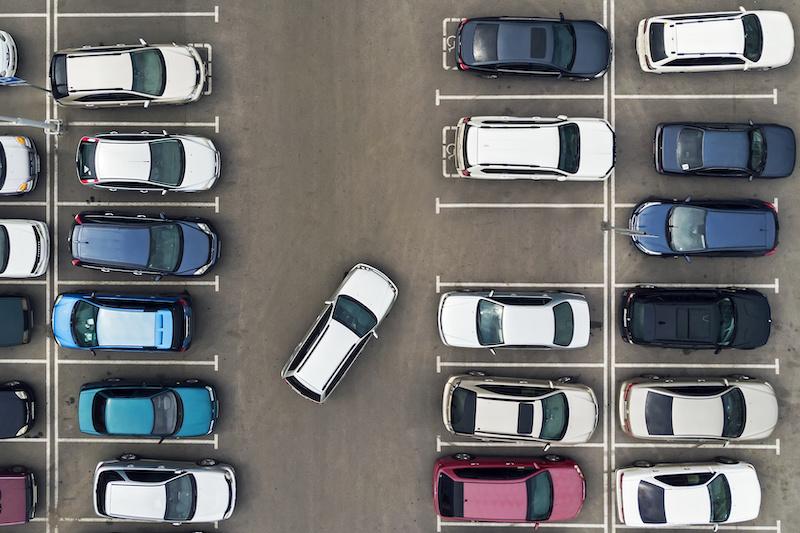 Voller Parkplatz von oben