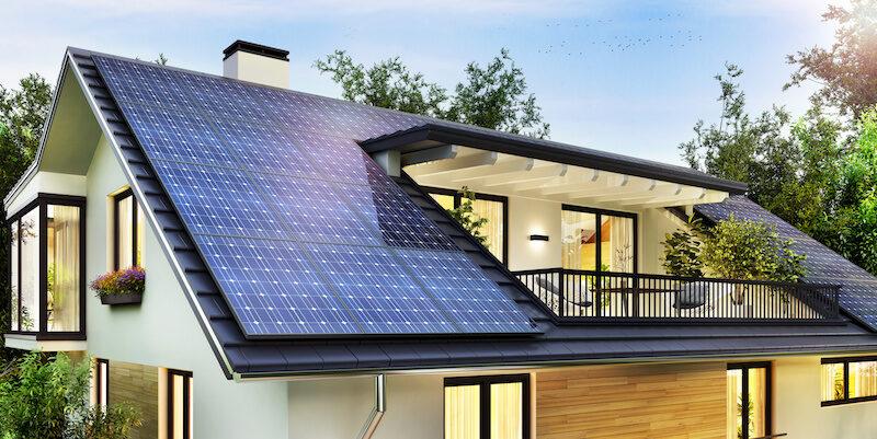 EInfamilienhaus mit Solarstromanlage auf dem Dach