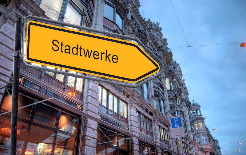 """Straßenschild mit dem Aufdruck """"Stadtwerke"""""""