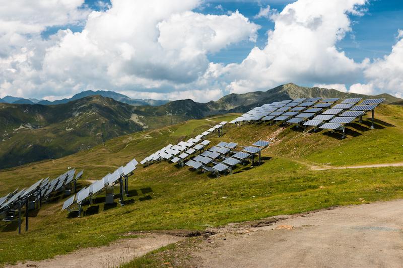 Solarmodule in den Bergen von Österreich
