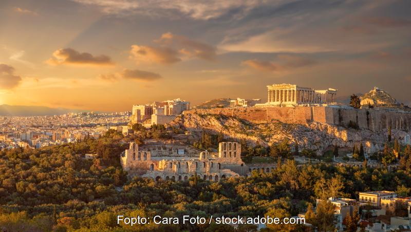 Blick auf die Akropolis von Athen beim Sonnenuntergang.