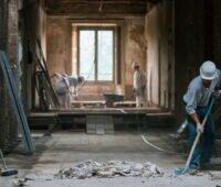 Die Renovierung einer alten Wohnung mit Bauarbeiten.