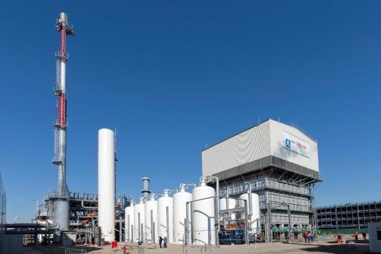 Zu sehen ist eine Produktionsanlage von Air Liquide, das Unternehmen will gemeinsam mit dem Hafenbetrieb Rotterdam wasserstoffbetriebenen Straßentransport fördern