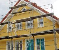 Fassadenrenovierung an einem Stadthaus
