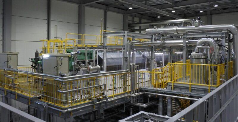 Blick in die Wasserelektrolyse-Anlage von Asahi Kasei in Fukushima.