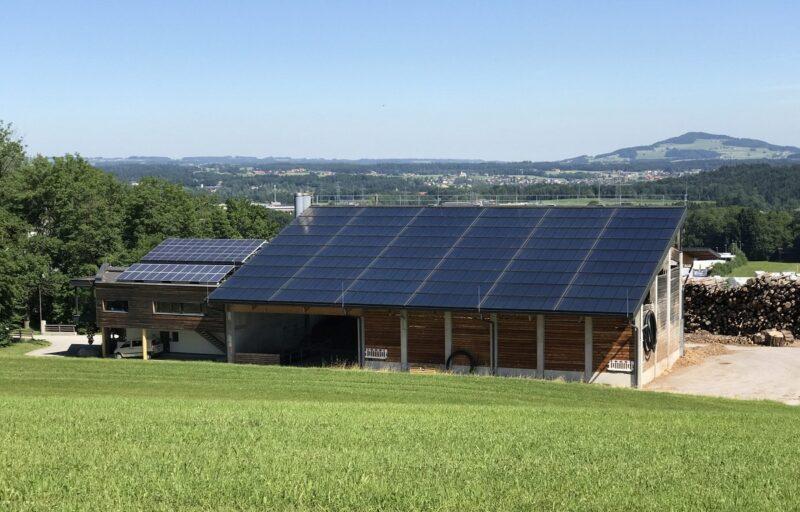 Zu sehen ist eine der bestehenden Solarthermie-Großanlagen für die Fernwärme in Österreich, neue Anlagen sollen nun eine bessere Förderung erhalten.