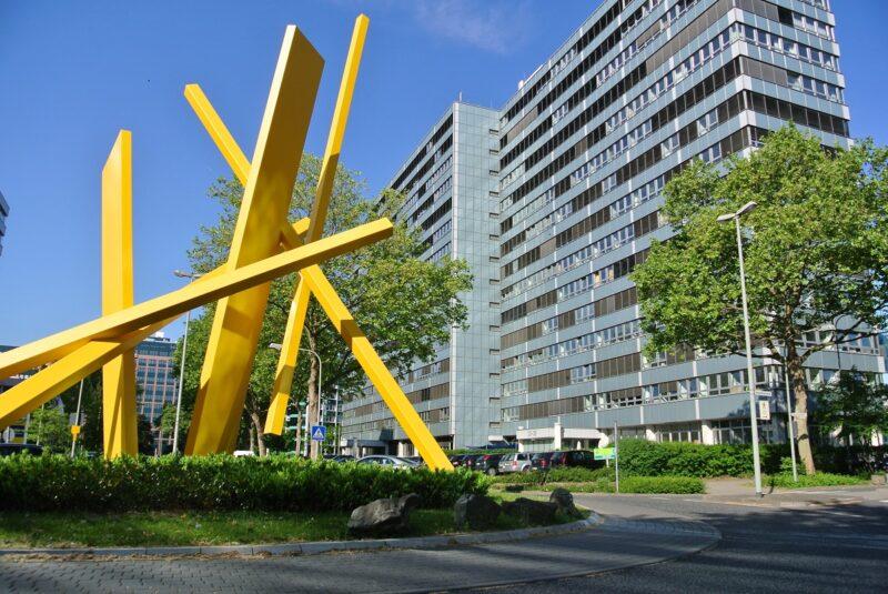 Zu sehen ist der BAFA-Hauptsitz in Eschborn, von dem die Klimaschutzzuständigkeit zur BAFA-Außenstelle in Weißwasser wechselt.