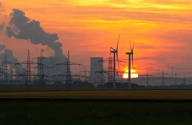 Zu sehen ist ein Kohlekraftwerk. Der Entwurf des Klimaschutzgesetzes setzt neue Sektorenziele fest.