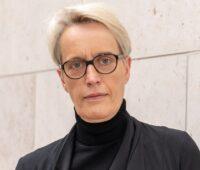 """Zu sehen ist Anne Katrin Bohle, Staatssekretärin im BMI Programm die das neue Programm """"Klimaschutz und Klimaanpassung im Quartier"""" kommentiert."""