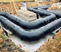 Zu sehen ist ein Wärmenetz, das gerade verlegt wird. Solche Projekte fördert die Nationale Klimaschutzinitiative des BMU.