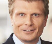 Zu sehen ist Staatssekretär Thomas Bareiß, der die Aufgaben des Kompetenzzentrums H2Safety@BAM umreißt.