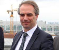 Zu sehen ist BSW-Hauptgeschäftsführer Carsten Körnig, der die geplante Fristverlängerung für Photovoltaik-Solarparks begrüßt.