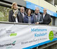 Berlins Umweltsenatorin Ramona Popp besucht mit anderen offiziellen das Mieterstromprojekt Kausldorf in Hellersdorf-Marzahn.