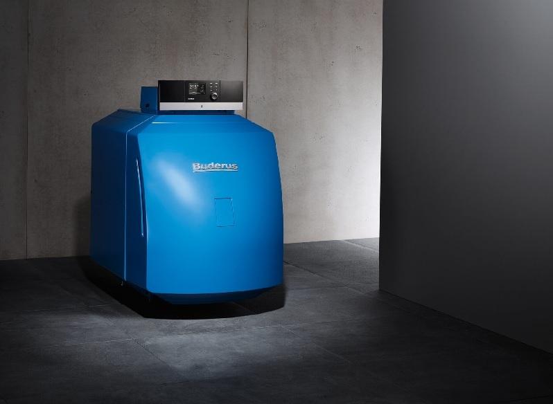 Zu sehen ist ein Buderus Öl-Brennwertkessel, der für den Betrieb mit der R33-Brennstoffkombination geeignet ist.