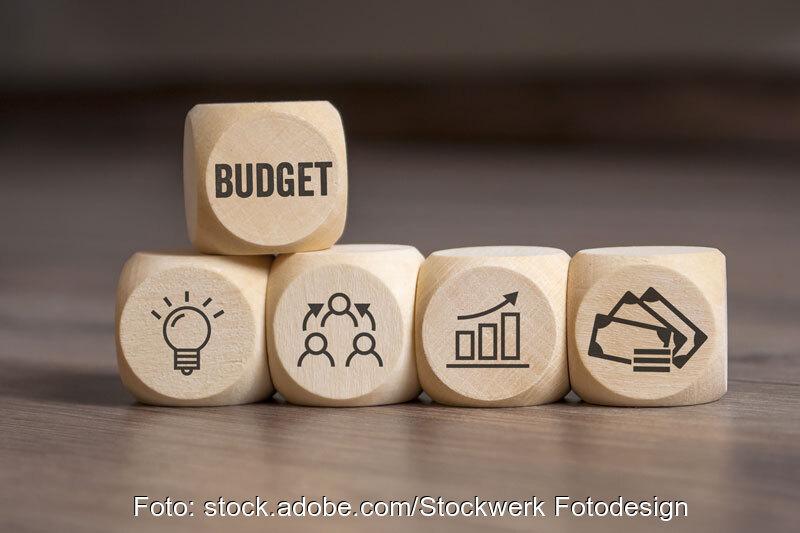 Würfelpyramide zum Thema Budget