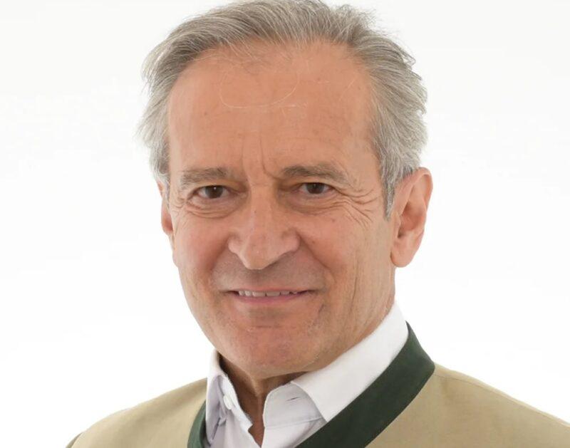 Zu sehen ist Herbert Paierl, Vorstandsvorsitzender des Bundesverbands Photovoltaic Austria, der die nun gefundene Lösung für die Landesabgabe für Windkraft- und Photovoltaik-Anlagen im Burgenland begrüßt.