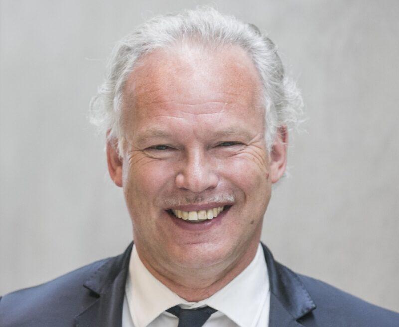 Zu sehen ist BWE-Präsident Hermann Albers, der Entwicklung der Genehmigungen für Windenergie an Land positiv sieht.