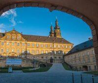 Zu sehen ist das Kloster Banz, wo das Photovoltaik-Symposium früher stattfand.