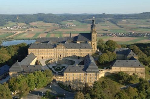 Luftaufnahme von Kloster Banz