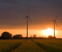 Noch können Windkraftanlagen wie diese im Bild hier keine Momentanreserve bereitstellen.
