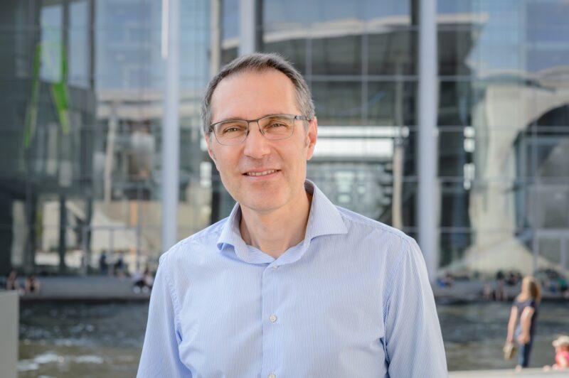 Portät des Bundesgeschäftsführers der Deutschen Umwelthilfe Sascha Müller Kraenner kommentiert den Kompromiss zum Klimapaket