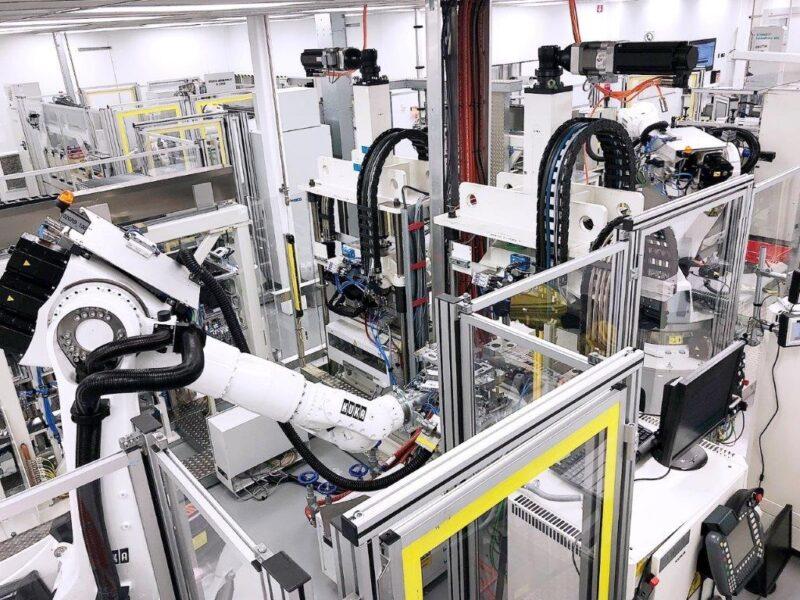 Zu sehen ist die derzeitige Brennstoffzellen-Stack-Produktion bei Daimler. Der Konzern arbeitet an der Serienproduktion von Brennstoffzellen.