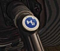 Zu sehen ist eine Wasserstoffbetankung, für die die dezentrale Wasserstofferzeugung ausgebaut werden könnte.