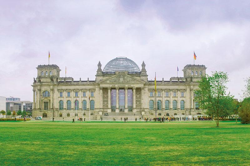 Deutscher Bundestag - Vordergrund Rasenfläche