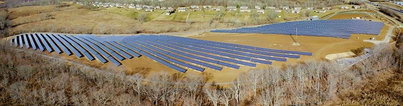 Zu sehen ist ein Photovoltaik-Solarpark von Duke Energy.