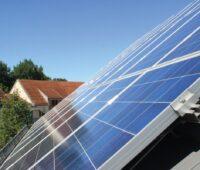 Zu sehen ist eine Solaranlage, aus der auch einmal eine der Ü20-Photovoltaik-Anlagen wird.