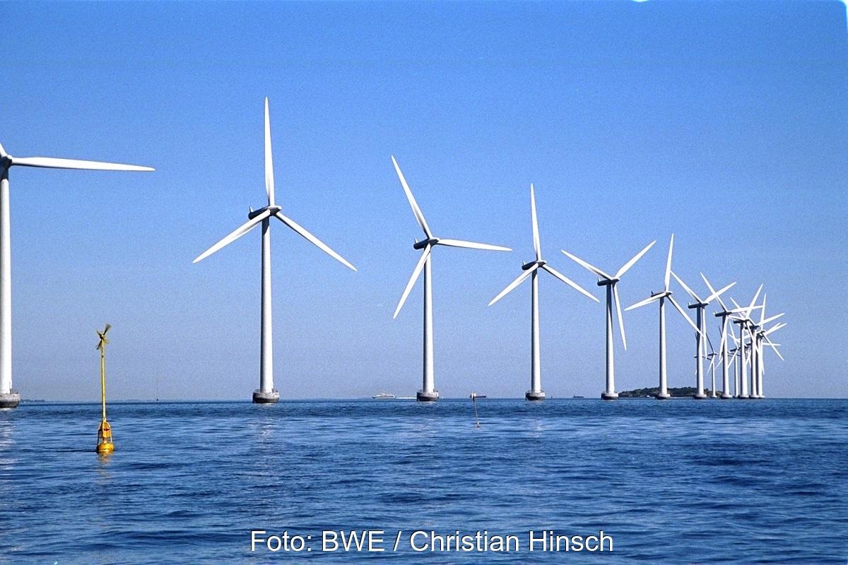 Zu sehen ist ein Windpark vor der dänischen Küste. Solche Projekte wollen Deutschland und Dänemark gemeinsam im Rahmen der EU-Offshore-Strategie realisieren.