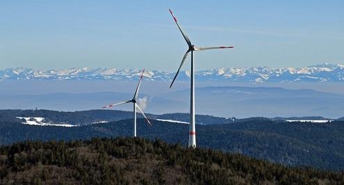 Zu sehen ist ein Windpark, die Ausschreibung der Windenergie an Land ist erneut unterzeichnet.