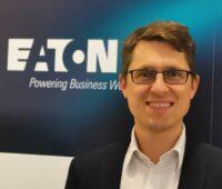 Zu sehen ist Dr. Stefan Rohrmoser, Geschäftsführer Vertrieb bei Eaton, stellt sich für das Stromnetz der Zukunft eine flexible, zellulare Struktur vor.