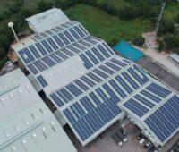 Zu sehen ist die Aufdach-Photovoltaikanlage, die Ecoligo mit dem Photovoltaik-Unternehmen in Thailand erworben hat.
