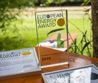 Zu sehen ist der European Energy Award für die Stadt Brakel.