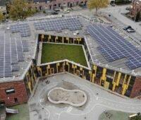 Zu sehen ist ein Projekt von Schuldachrevolution, Niederlande, an die der Europäische Solarpreis 2020 ging.