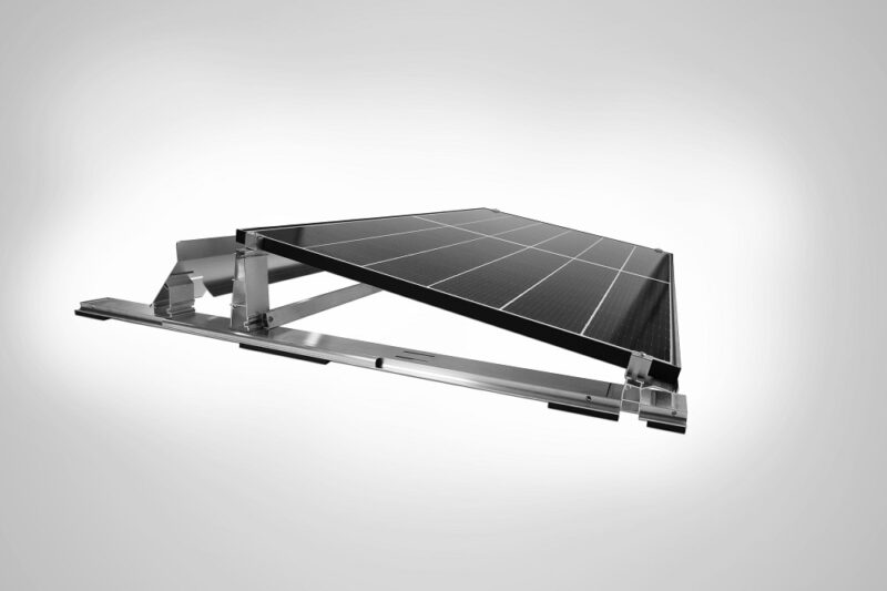 Zu sehen ist das Q.Flat-G6, eines der neuen Flachdach-Photovoltaik-Montagesysteme von Q Cells.