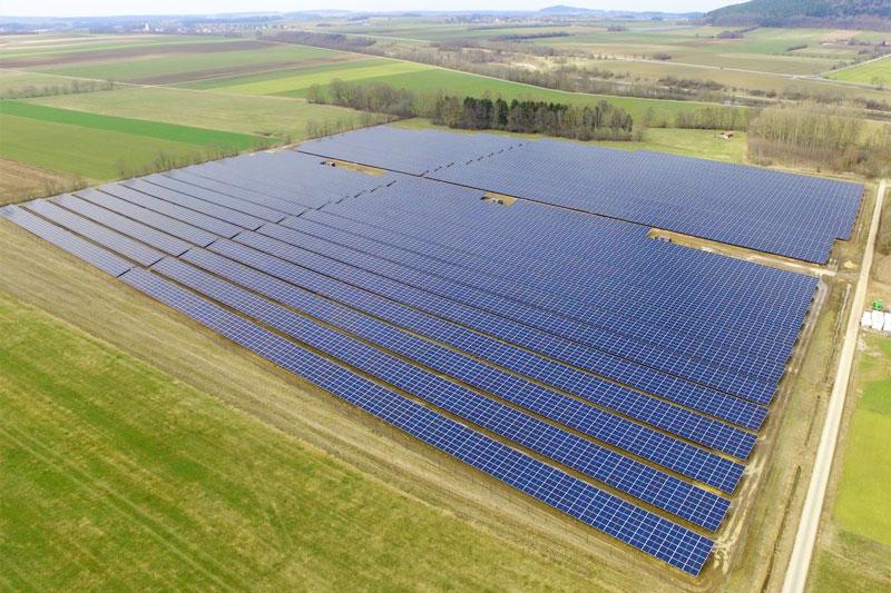 Luftbild des Eon-Solarparks Weidenwang