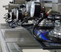 Energieforschung 2020, hier Druckprüfung für ein Photovoltaik-Modul im Fraunhofer ISE, hat schwierige Perspektiven