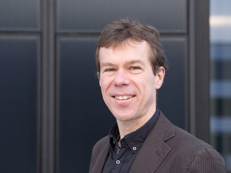 PortrPortrait des Geschäftsführers der Plattform Erneuerbare Energien Baden-Württemberg, Franz Pötter.